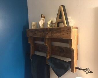 Rustic pallet bathroom shelf with towel rod