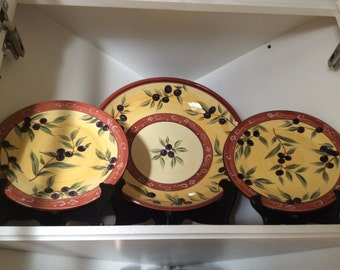 Tuscan-style serving bowl and two matching plates