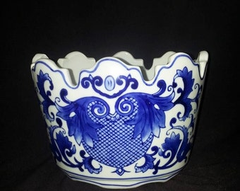 Vintage Seymour Mann Fine Porcelain, China Blue Vase Planter Made Exclusively For Seymour Man, Flow Blue,, Vintage Seymour Mann Collectible