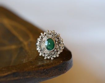 Beautiful Green Stone Vintage Flower Burst Silver 925 Ring, US Size 6.5, Used