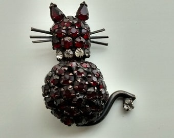 Pin the cat of stones