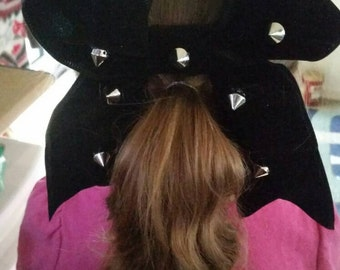 Punky giant bows