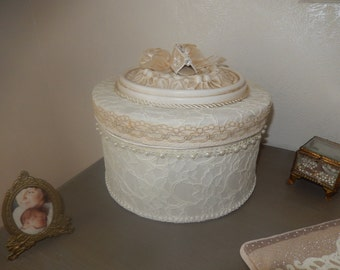 box round shabby romantic and precious dressed in lace, Ribbon, ruffles and a patinated rosette ivory shabby chic