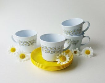 Vintage Plastic Daisies Cups and Saucers (Set of 4)