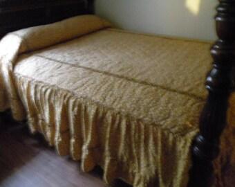 Vintage Bedspread , 96x106, Early American, ruffles