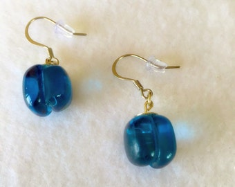 Recycled glass entirely handmade earrings. Made in Québec.