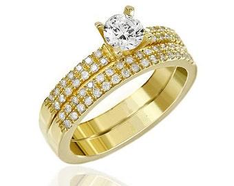 Engagement ring containing dozens of brilliant diamonds in 2 amazing rings