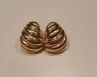Napier Gold Tone Clip Earrings Vintage  (GB108)