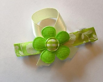 Green hair clip with flower