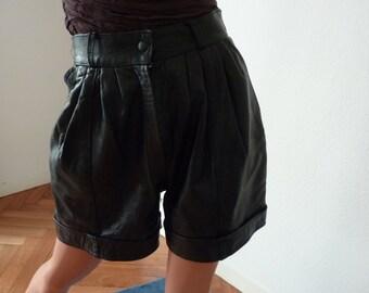 Gorgeous MIKE KURTIS PARIS Black Leather Shorts Size 38 Pleated Front Turnups