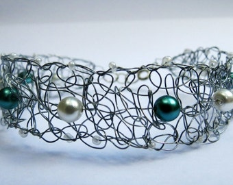 Blue/Green/Teal pearl Bracelet- Crochet Wire Bracelet - Handmade Jewerly - Trixified