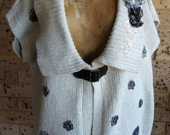 Cream Knitted Sleeveless Cardigan Vest Jacket Sweater Embellished Fold over V Neck Plus size XL approx 20-22