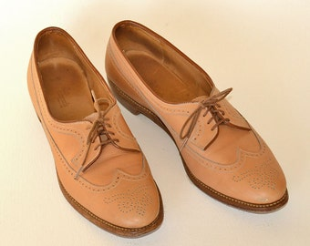 """Allen Edmonds Tan Leather Wing Tip Womens Oxfords, 3/4"""" Heels, Size 10, 4A Lace Up Shoes"""