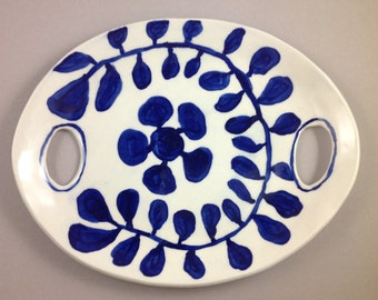 Modern blue and white porcelain platter with handles