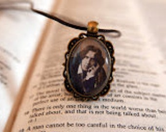 Oscar Wilde Pendant Necklace - Antique Bronze, Literary Jewelry, Gift For Reader, Bibliophile, Book Lover Necklace, Vintage Jewellery