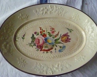 Pretty oval serving dish
