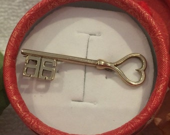 "Beautiful Old Vintage 9ct Gold Over Sterling ""KEY to MY HEART""-Sweetheart Brooch-Hallmarked"