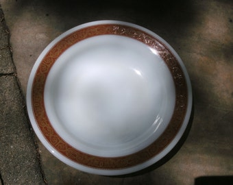 Vintage Pyrex Bronze 9 inch salad bowl
