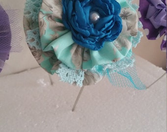 Hair fascinator secure to hairband