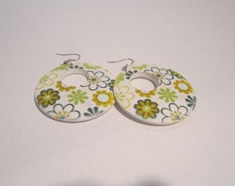 Green Floral Earrings, Flower Power Earrings, Gifts for her, Flower earrings, Flower Jewelry, Floral Accessories, Spring Earrings, Statement