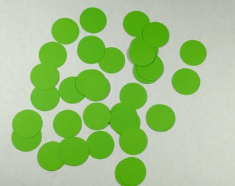 Grass green table confetti table scatter