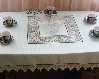Tablecloth with lace insert