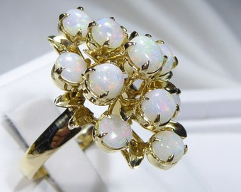 Vintage 18k yellow gold big ring with 5mm, 2.20ct Opal, size 10.25.