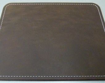 Mousepad leather 20 x 25 cm, smooth leather in 24 different colors, stitching in desired color