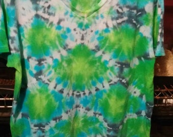 Green Scales V-Neck M