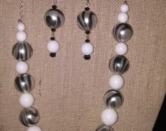NE34- Black and white beaded necklace set
