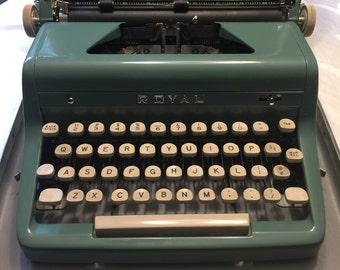Royal Quiet De Luxe portable manual typewriter - Green