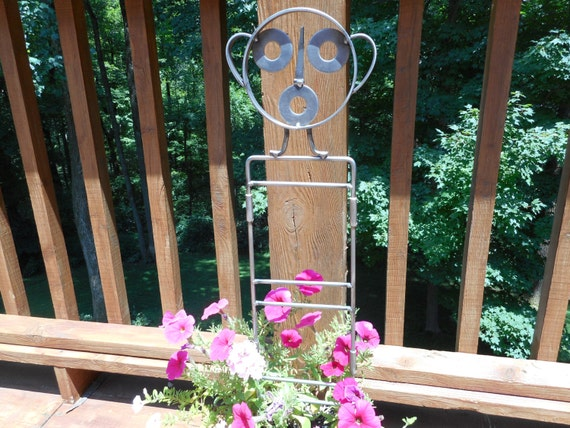 Metal Yard and Garden Sculpture Stake // Handmade, formed and welded steel rod // Based on southwest US aboriginal petroglyphs // Gift