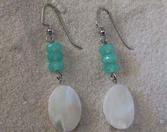 Mother of Pearl with Mint Faceted