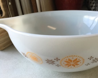 Pyrex town and country 444 cinderella bowl
