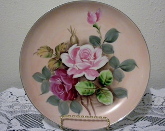 Vintage Beautiful Rose Collectors Plate. Pink and dark pink roses are surrounded by lovely leaves