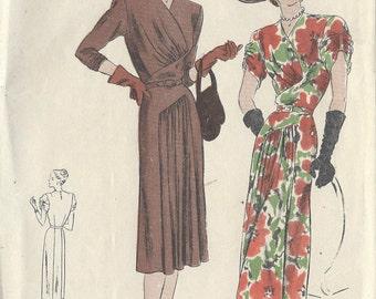 "1940s Vintage VOGUE Sewing Pattern B30""DRESS (R133) Vogue 5991"
