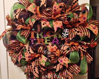 Trick or Treat Wreath/ Halloween Wreath/ Deco Mesh Wreath/ Front Door Wreath/ Halloween Front Door Wreath/ Halloween Door Wreath