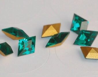 8.2x5.5mm EMERALD GREEN DIAMOND Shaped Swarovski Cabochon (8) CRY25