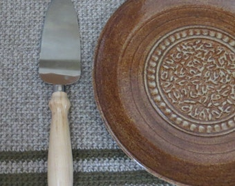 Cake Serving Plate Platter with Cake Knife- Handmade Stoneware Pottery Ceramic - Hand Turned Maple Wood - Albany Rust