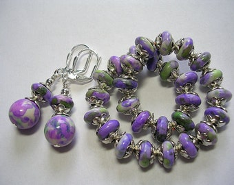 Purple and green stretch bracelet Gemstone elastic bracelet earring set  Jade with silver plate leverback hooks wire wrapped