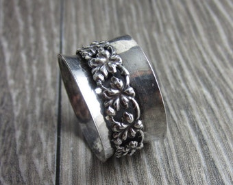 Asymmetrical Sterling Floral Spinner Ring - Size 8