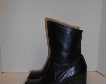 SALE Vintage Womens  90s Chunky Heel boots Black Leather Minimalist  Size  US 6.5