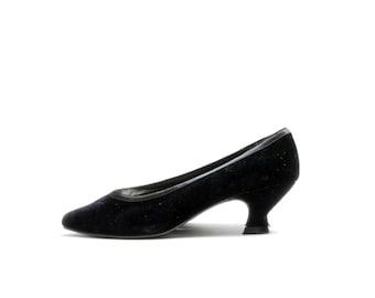 Size 7.5// Vintage Black Velvet Kitten Heels// Low Heel Shoes// Little Black Dress Retro Party Shoes// 117