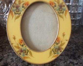 Oval Bucklers Enamel picture frame