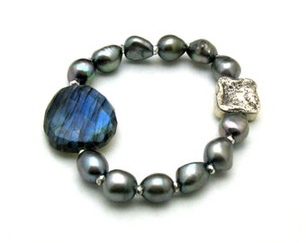 Extreme Blue Flash Labradorite and Freshwater Pearl Beaded Bracelet, Stretch Bracelet, For Her Under 300, US Free Shipping