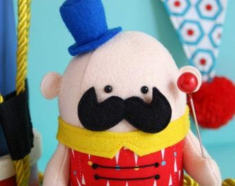 Ringmaster : ringmaster doll, ringmaster pattern, circus doll, felt ringmaster, circus sewing, circus PDF, circus plush, circus toy,