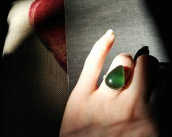 SALE Jade ring - vintage handmade dark green drop shaped jade gemstone silver ring Size 7