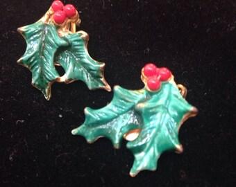 Vintage xmas holly clip earrings