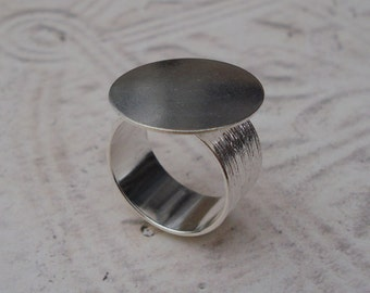 Silver Adjustable Ring with 10mm Brushed Silver Band and 20mm Round Base for a Flat Back Cab or Rhinestone Jewel (1 piece)