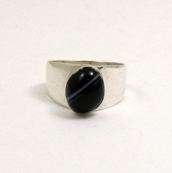 Vintage 1975 English Sterling Silver Black Banded Agate Mondernist Ring